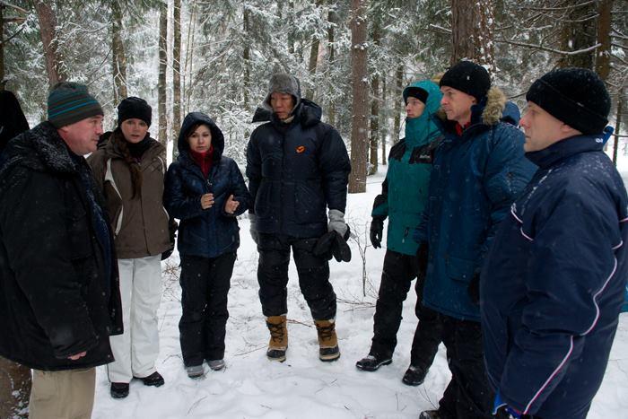 Сара Брайтман на тренировках по выживанию в лесу